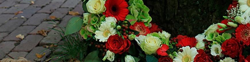 Coronas de flores para el Tanatorio de San Isidro en Madrid.